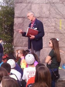 Tour Leader engaging students in the memorials (photo: Tina Kirkingburg)